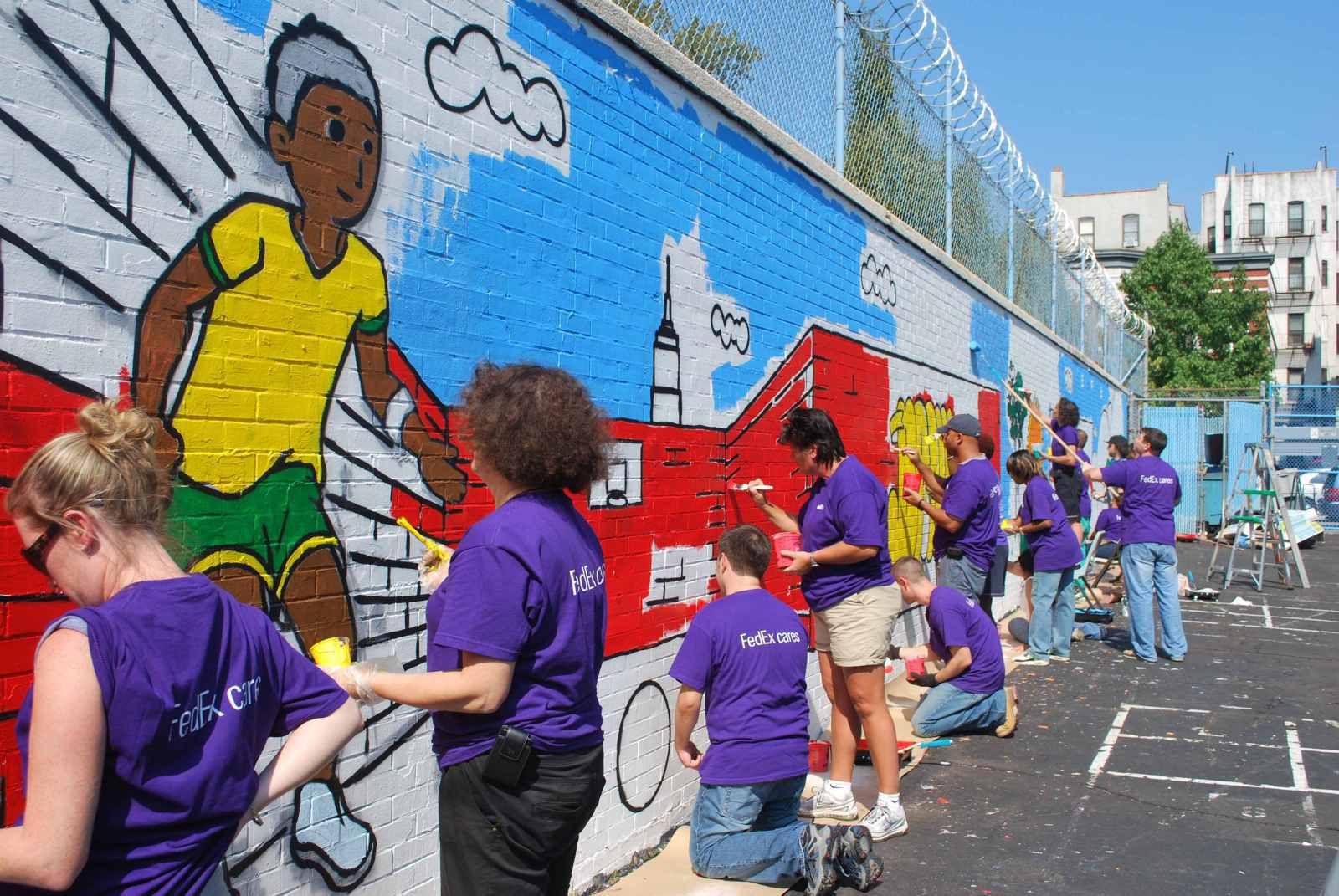 Hơn 1.000 tình nguyện viên tham gia FedEx Cares Week